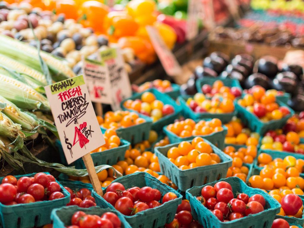 Wie-viele-Kalorien-am-Tag-zum-abnehmen_fresh_fruits
